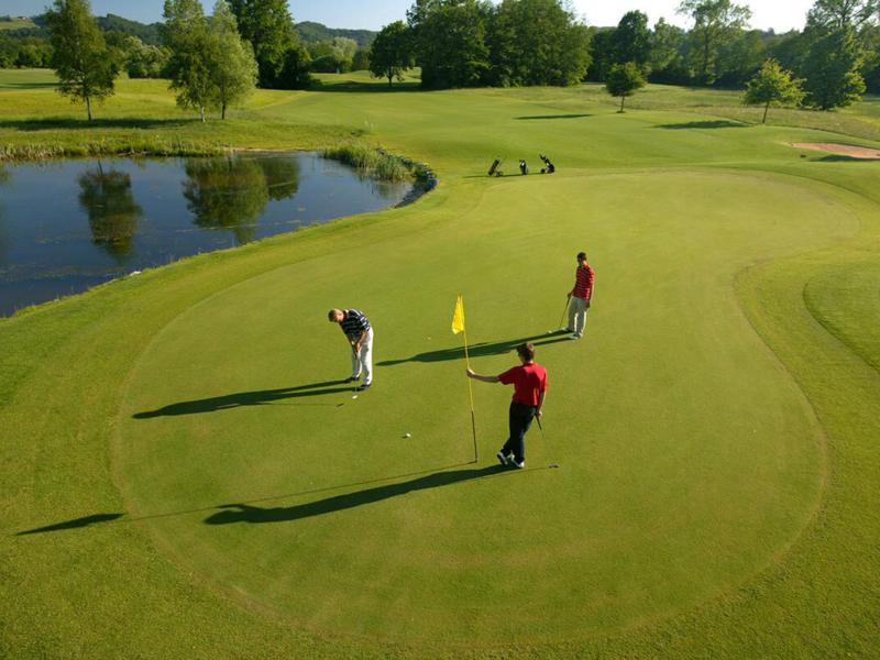 Golfplatz unmittelbar neben dem Golfhotel Sonnreich in Bad Loipersdorf (Steiermark)