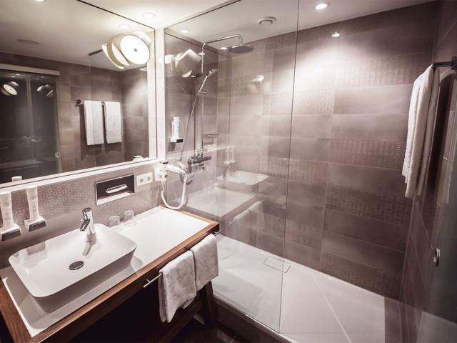 bathroom at the Premium Deluxe double room in Bad Loipersdorf - DAS SONNREICH****